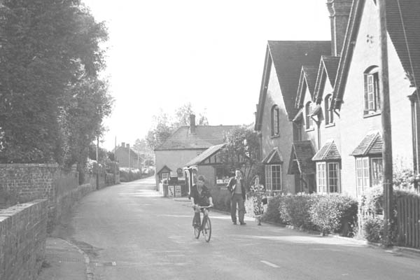 Littleton Panell High Street after the second world war, with Shore House